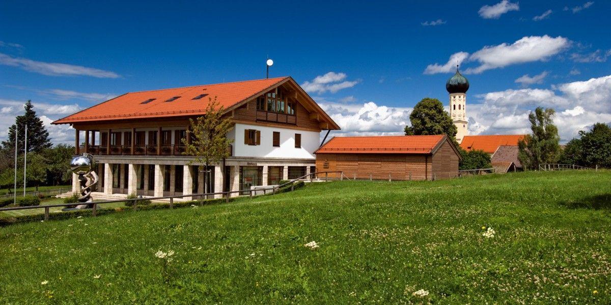 מתקן חניה חצי אוטומטי Combilift 542 בבנק בבוואריה